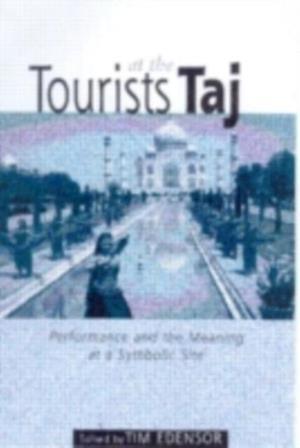 Tourists at the Taj af Tim Edensor