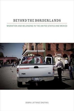 Beyond the Borderlands af Debra Lattanzi Shutika