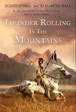 Thunder Rolling in the Mountains af Scott O'Dell