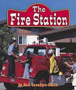 The Fire Station af Gail Saunders-Smith