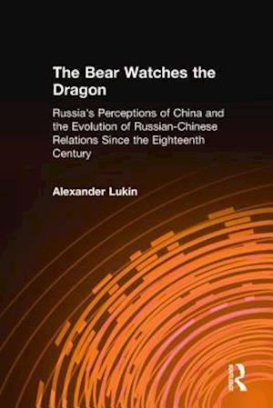 The Bear Watches the Dragon af Alexander Lukin