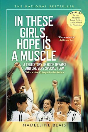 Bog, paperback In These Girls, Hope Is a Muscle af Madeleine Blais