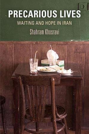 Bog, hardback Precarious Lives af Shahram Khosravi