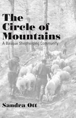 Circle Of Mountains af Sandra Ott