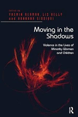Bog, paperback Moving in the Shadows af Liz Kelly