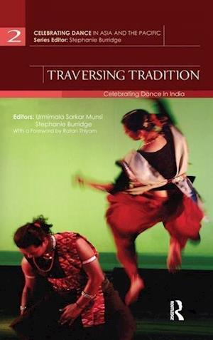Traversing Tradition af Urmimala Sarkar Munsi