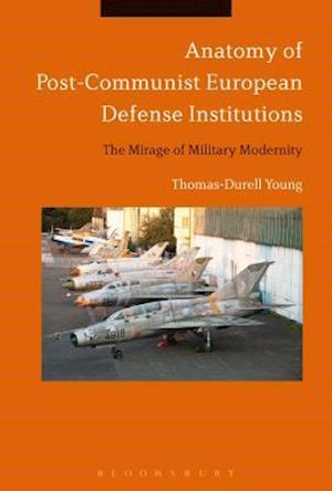 Bog, hardback Anatomy of Post-Communist European Defense Institutions af Thomas-Durell Young