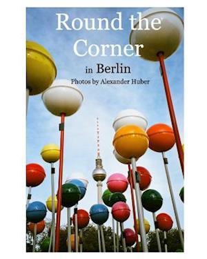 Bog, paperback Round the Corner in Berlin af Alexander Huber