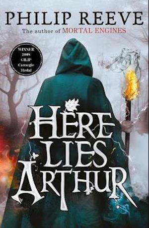 Bog, paperback Here Lies Arthur af Philip Reeve