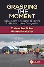 Grasping the Moment af Christopher Baber