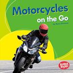 Motorcycles on the Go (Bumba Books Machines That Go)