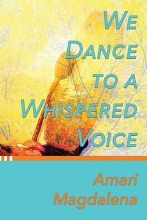 Bog, paperback We Dance to a Whispered Voice af Rev Amari Magdalena