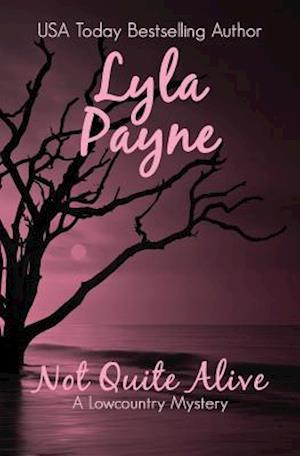 Bog, paperback Not Quite Alive (a Lowcountry Mystery) af Lyla Payne