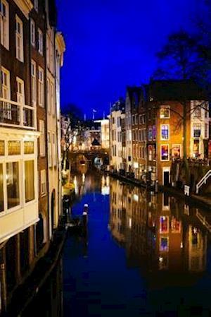 Bog, paperback Night on the Canal in Utrecht Holland Journal af Cs Creations