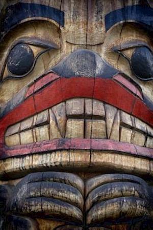 Bog, paperback The Face of the Totem Pole af Unique Journal