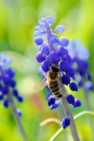 Bog, paperback Bee on a Blue Flower Nature Journal af Cs Creations