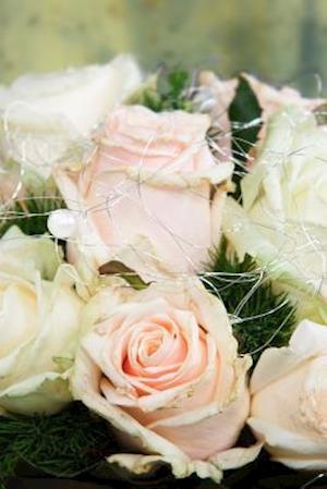 Bog, paperback A Wedding Bouquet of Pink and White Flowers af Unique Journal