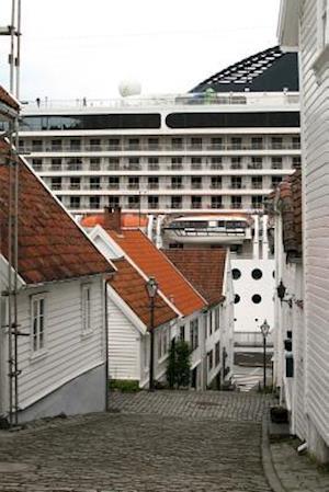 Bog, paperback A Narrow Alley in Stavanger, Norway af Unique Journal