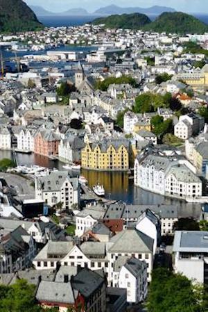 Bog, paperback Aerial View of Alesund City and Fjord in Norway af Unique Journal