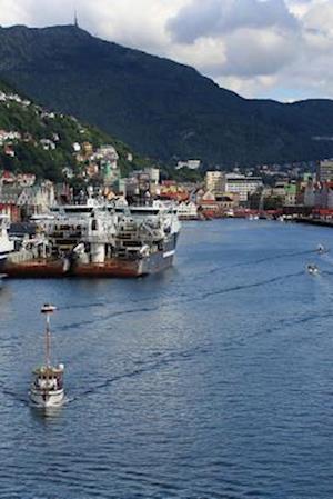 Bog, paperback The Beautiful Port of Bergen in Norway af Unique Journal