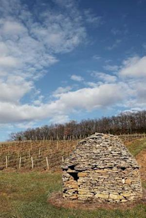 Bog, paperback A Stone Hut in a Vineyard in Beaujolais France af Cs Creations