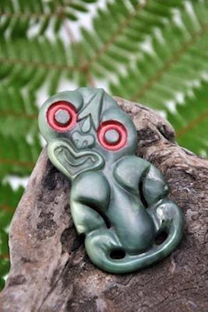 Bog, paperback Jade Carving of Maori Tiki in New Zealand Journal af Cool Image