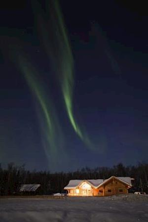Bog, paperback Northern Lights Over House in Alaska Journal af Cool Image