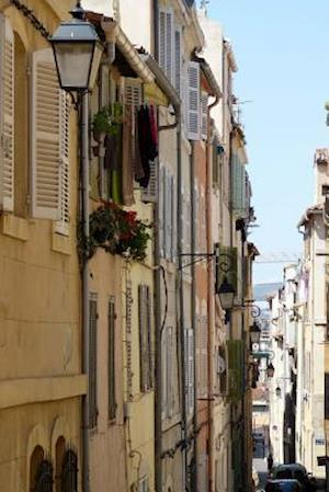 Bog, paperback A Picturesque Narrow Alley in Marseille, France af Unique Journal