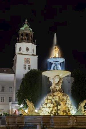 Bog, paperback Night View of the Residenzbrunnen Fountain Salzburg Austria Journal af Cs Creations