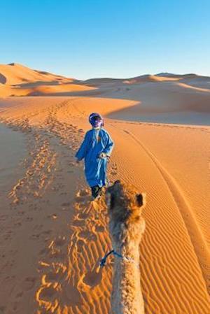 Bog, paperback A Berber Walking with a Camel Erg Chebbi Morocco af Cs Creations