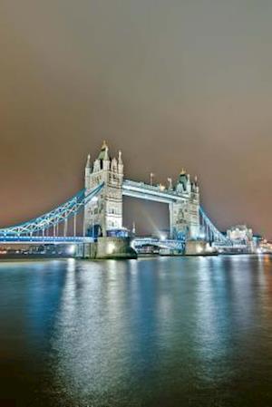 Bog, paperback Tower Bridge in London England Journal af Cs Creations