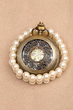 Bog, paperback A Vintage Pocket Watch and Pearls Journal af Cs Creations