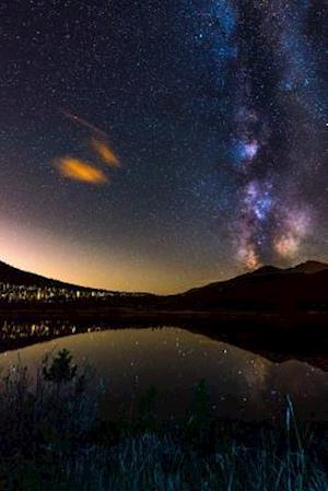 Bog, paperback The Milky Way Reflected in Lily Lake in Colorado USA Journal af Cs Creations