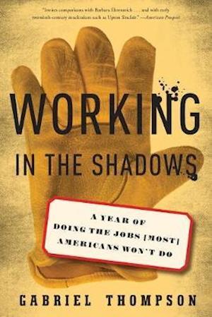 Working in the Shadows af Gabriel Thompson