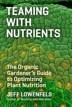 Teaming With Nutrients af Jeff Lowenfels