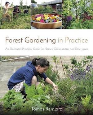 Bog, paperback Forest Gardening in Practice af Tomas Remiarz