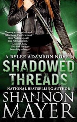 Bog, paperback Shadowed Threads af Shannon Mayer