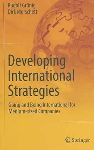 Developing International Strategies af Dirk Morschett, Rudolf Grunig